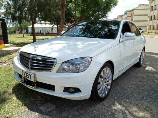 MERCEDES BENZ C200. AT A GOOD DEAL PRICE! image 1