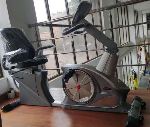 Recumbent spinning exercise bike image 3