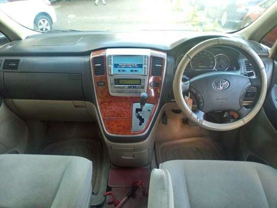 Toyota Alphard image 6