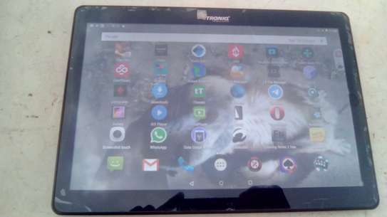 I have a 10 inch Android tablet for sale named  ctroniq c11