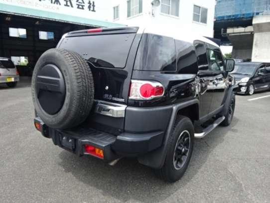 Toyota FJ CRUISER image 2