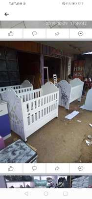 Modern baby crib/cot image 2