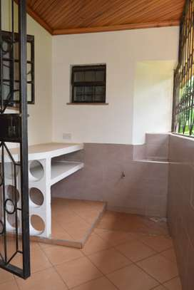 3 bedroom house for rent in Gigiri image 5