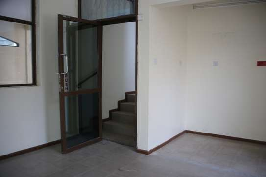 15035 ft² commercial property for rent in Upper Hill image 3