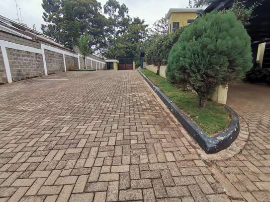 AN OUTSTANDING AND AFFORDABLE THREE STOREY 5 BEDROOM TOWNHOUSE image 4