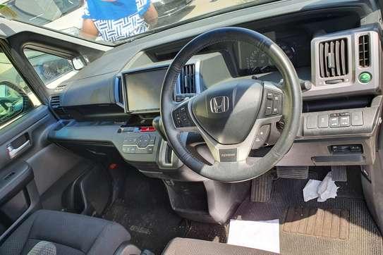 Honda Stepwagon image 4