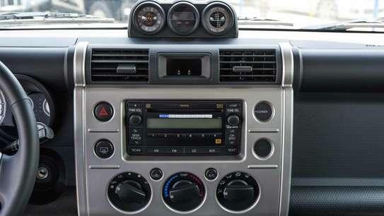 Toyota FJ CRUISER image 10