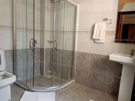2 bedroom house for rent in Rosslyn image 11