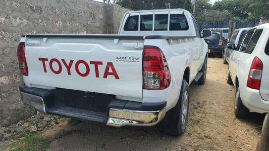 Toyota Hilux image 3