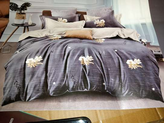 binded duvet with 1bedsheet and 2 pillow cases 6feet by 6 feet image 3