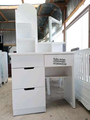 Dressers for sale/modern dressing table with.mirror/dressing mirrors for sale in Nairobi image 3