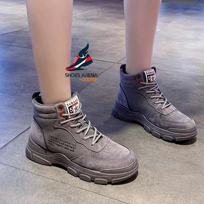 Sport shoes/Sneakers image 9