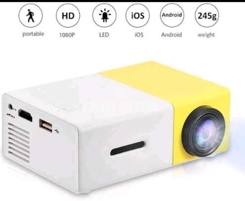 Mini LED projector image 1