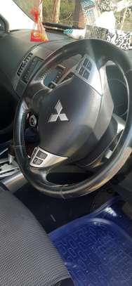 Mitsubishi Outlander image 1