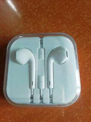 Original Apple earphones image 1