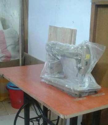 Juki sewing machine image 1