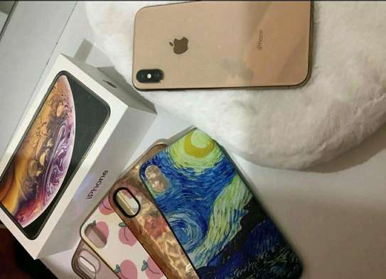 Apple Iphone Xs Gold 512 Gigabytes. Well Kept And ON Warranty image 1