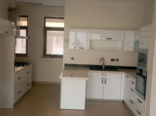 4 bedroom townhouse to let image 6