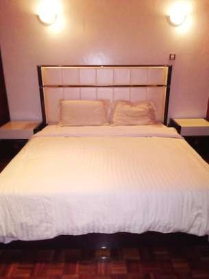 King size bed with extra image 1