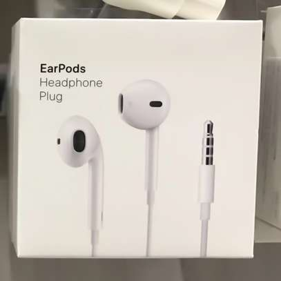Apple Earpods With 3.5mm Headphone Plug image 7
