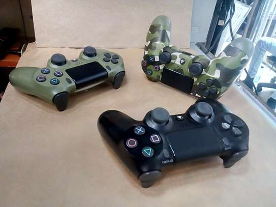 Used Ps4 Controllers image 3