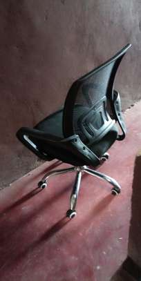 Well curved back mesh chair image 1