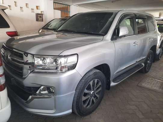 Toyota Land Cruiser Sahara image 10
