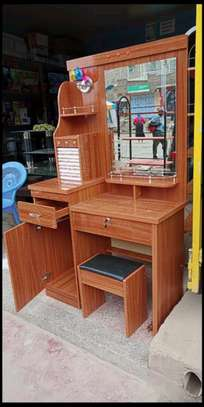 Makeup dressing table with a cushioned stool and two drawers H99C image 1