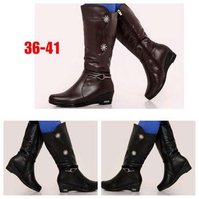 Elegant ladies boots image 1