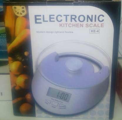 Ekectronic kitchen scale image 1