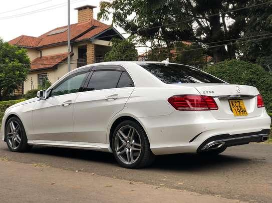 Mercedes Benz E250 image 2