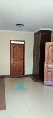 To let 3 bedroom house All ensuite image 7