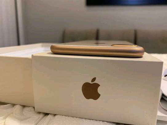 Apple Iphone 8 Plus The 256 Gigabytes Gold Colour image 4