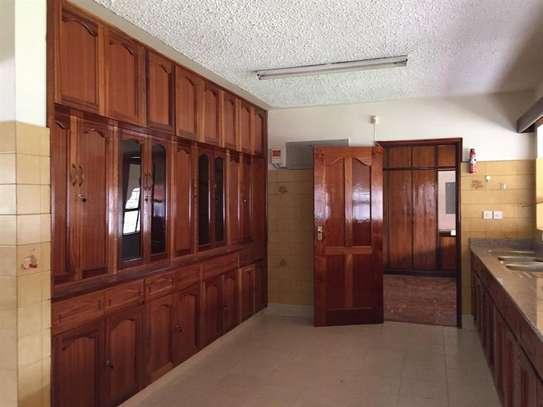 5 bedroom apartment for rent in Nyari image 2