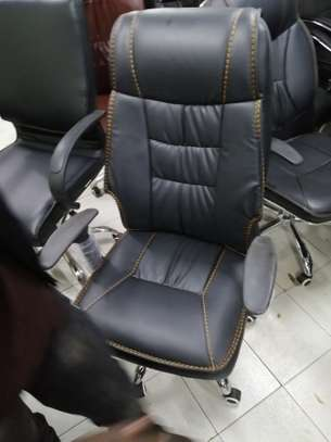 Executive office chair image 9