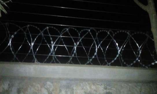 razor wire ceramic /porcelain electric fence supplier in Kenya