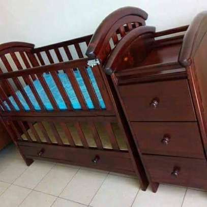 Baby Crib with Chest Drawers