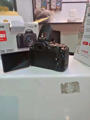 Canon 250D image 4