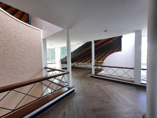 Runda - House image 18
