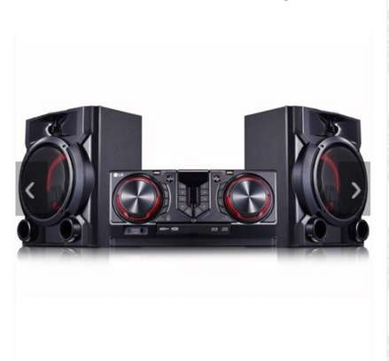 LG CJ65 900W Hi-Fi Entertainment System With Bluetooth® Connectivity image 1