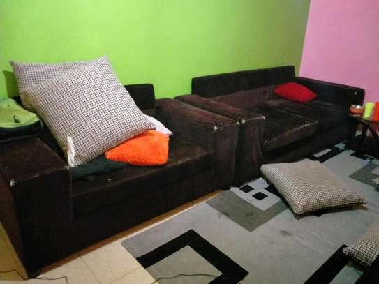 7 Seater soffer set with throw pillows