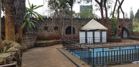 929 m² commercial property for rent in Lavington image 10