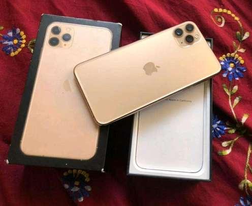 Apple Iphone 11 Pro Max Gold 512 Gigabytes image 3