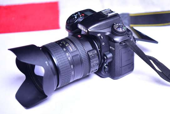 Nikon D7500 With 18-200 zoom Lens + 4k video Good as brand new image 1