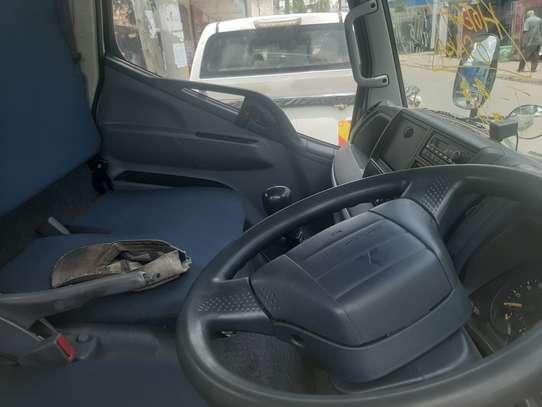 Mitsubishi Fuso image 3