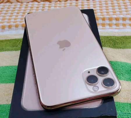 Apple Iphone 11 Pro Max Gold 512 gb Under International Warranty image 2