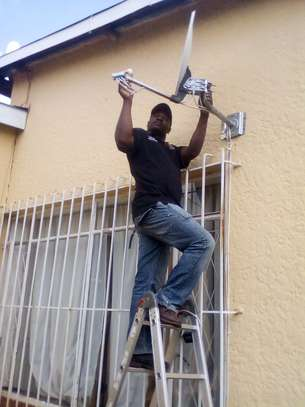 Looking for a DSTV installation /TV mounting/DSTV Repair? image 1