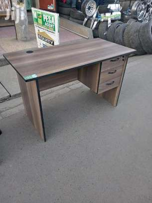 An office table with ample space H46L image 1