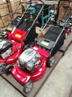 brand new 4.0hp briggs & stratton lawn mower. image 1