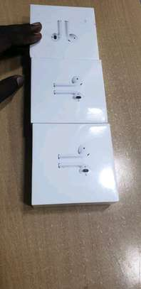 apple airpods image 1